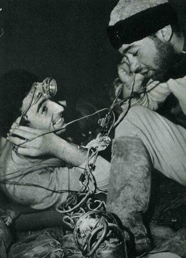 Luciano Maiello e Franco Burragato al campo base di -500. Foto Virginio De Lanzo. Dalla rivista Quadrante.